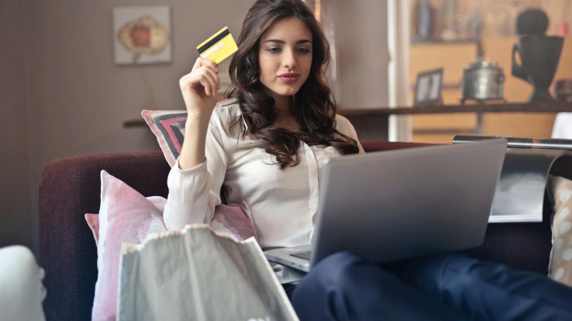 No varejo, em cada dez usuários de cartão, dois preferem bancos digitais